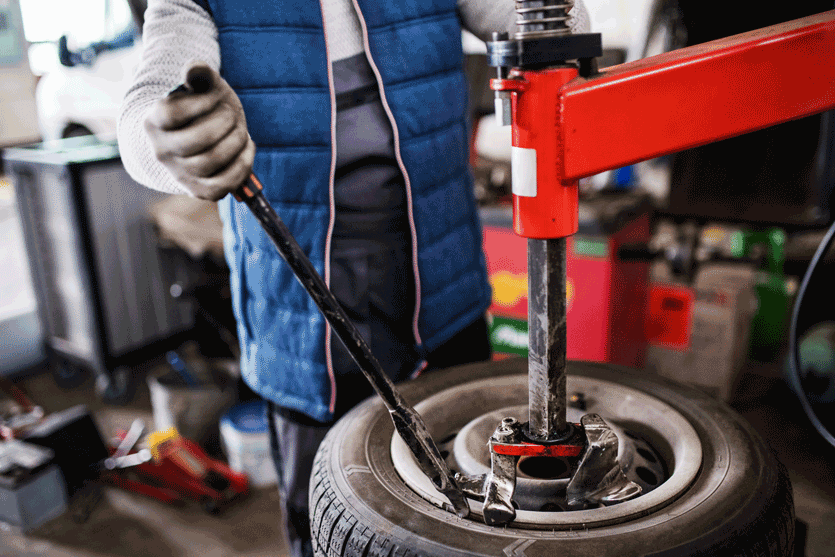 Mechaniker-reifenservice